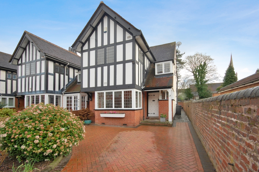 2 BALFOUR CRESCENT, Off Tettenhall Road